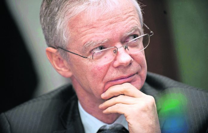 Deputy prosecutions chief Willie Hofmeyr questions the trustworthiness of everyone in the Mbeki inner circle.