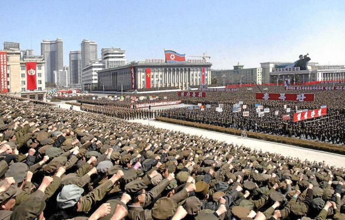 A gathering on March 29 in Pyongyang shows support for the North Korean Army's statement that it would win in the battle with the United States and South Korea. Photo: