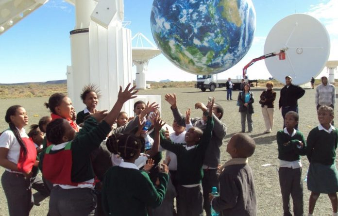 School children at the site of the KAT-7 radio telescope in Carnarvon