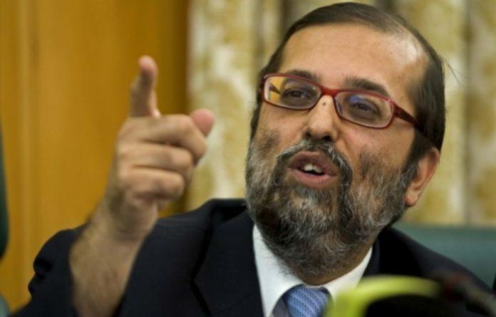 New Communications Minister Yunus Carrim took reader questions on broadband