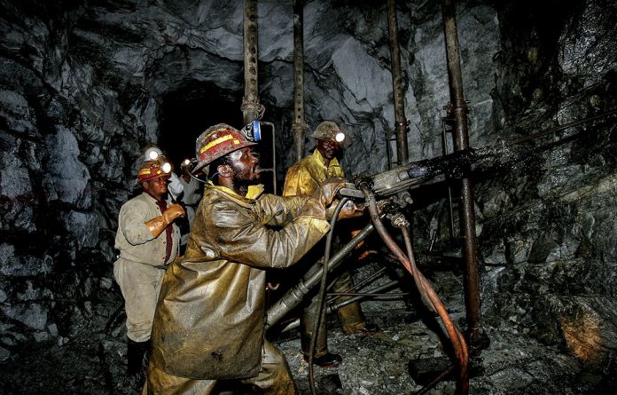 According to UNTU Bombela Operating Company offered union members an 8.5% salary increase across the board and would not pay employees an incentive bonus.