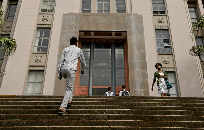 Students on the steps of the Memorial Tower Block at UKZN.