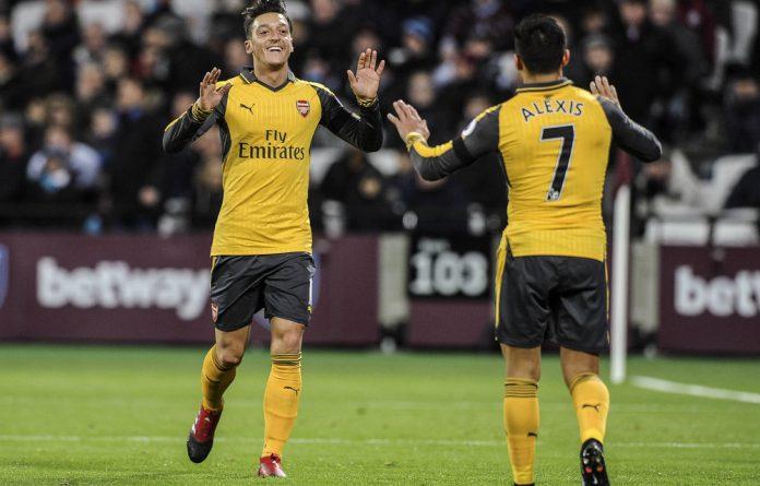 Mesut Özil and Alexis Sanchez during their Arsenal days