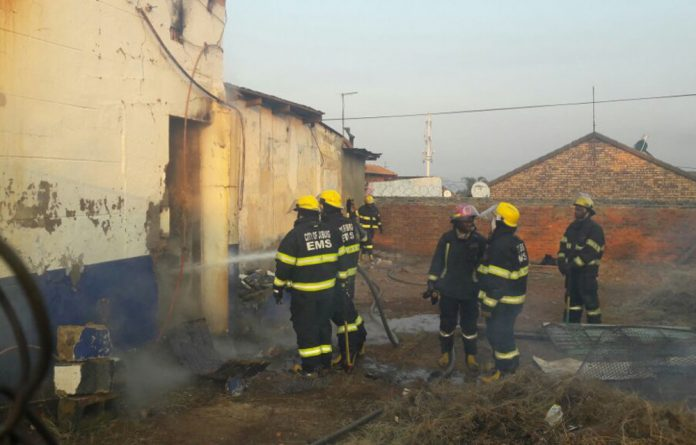 A shop in Eldorado Park was set ablaze in the early hours of the morning.