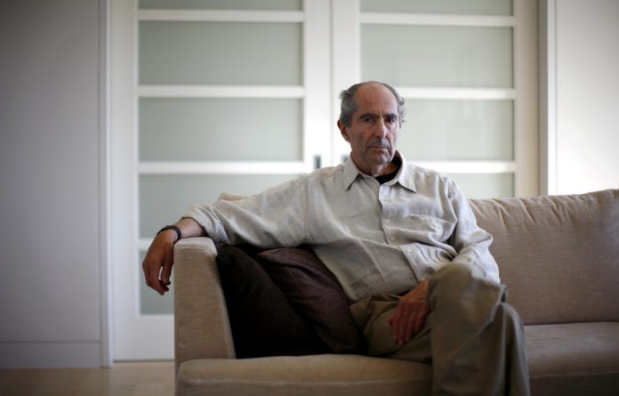 American novelist Roth disliked e-books and the distracting influences of modern technology