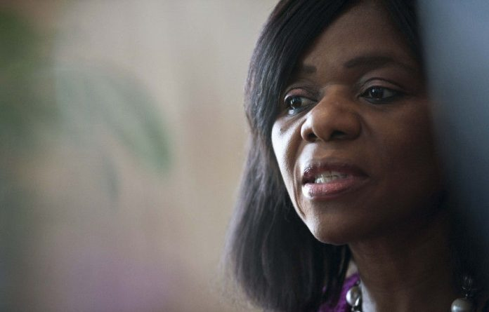 Public protector Thuli Madonsela has taken IEC chair Pansy Tlakula to task over a lease agreement.
