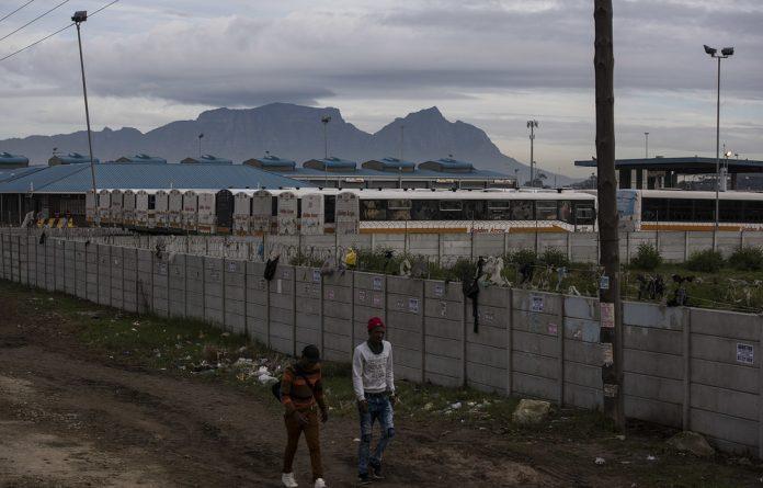 Military officers patrol as Venezuelan women walk towards Santa Elena to sleep