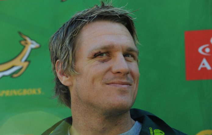 Jean de Villiers has recovered from a knee injury is back in the Springbok squad for the Rugby Championship.