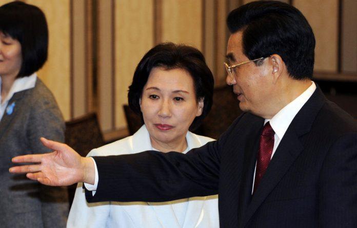 Makiko Tanaka with China's President Hu Jintao.