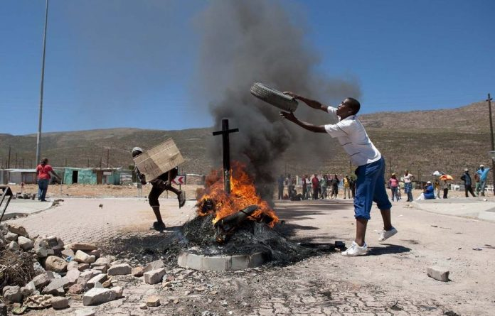 Wage disputes have turned into violent protests that are spreading throughout the Western Cape's agricultural areas