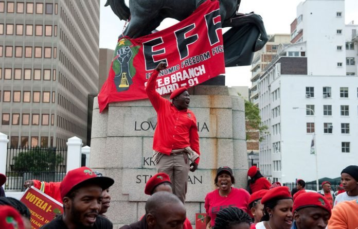 Around one hundred EFF supporters protested outside Parliament in Cape Town on Friday morning as President Zuma replied to the debate on the State of the Nation Address which he delivered on Tuesday.