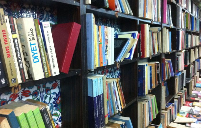E-books in France have been slow to catch on as readers overwhelmingly prefer the printed page.
