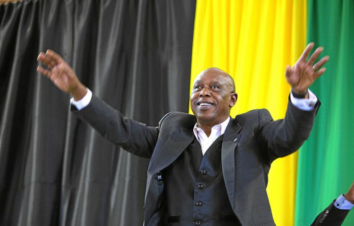 Tokyo Sexwale's Mvelaphanda has been linked to the company that made a loan to Guinea