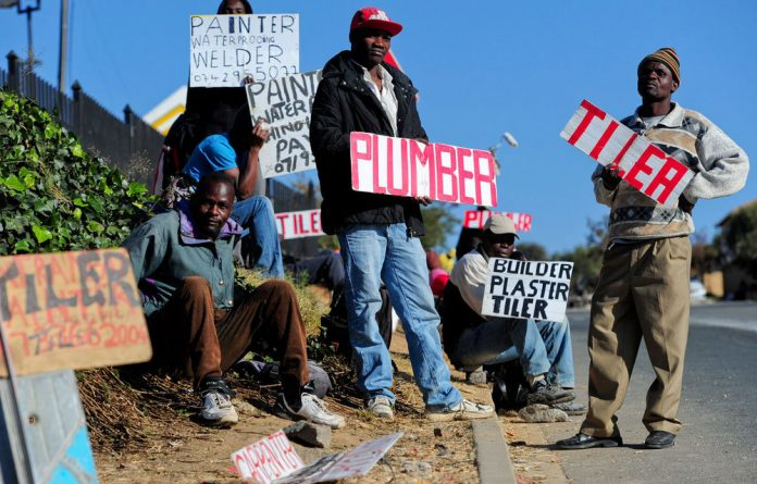 South Africa's official unemployment rate rose from 24.1% in the fourth quarter of 2013 to 25.2% in the first quarter of 2014.