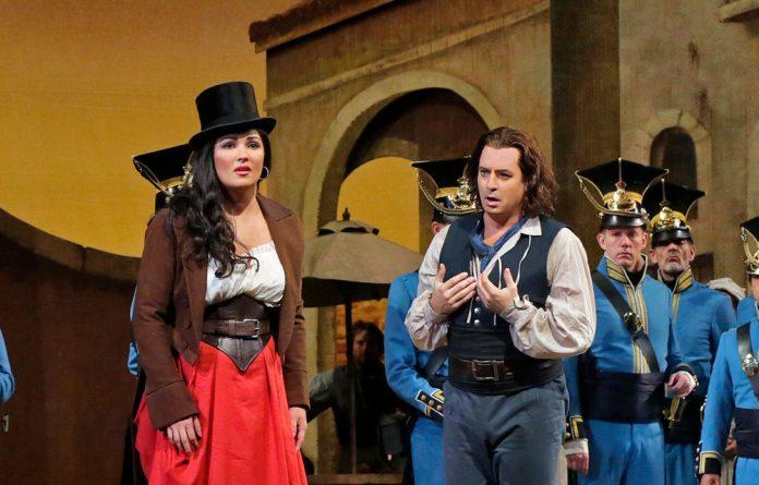 Anna Netrebko and Matthew Polenzani in L'Elisir d'Amore.