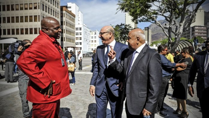 Red berets ramp up 'rogue' claims