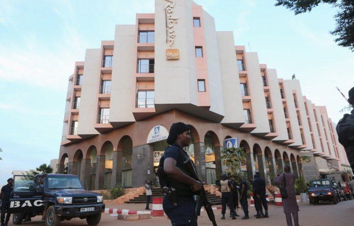 Soldiers outside Mali's Radisson Hotel.