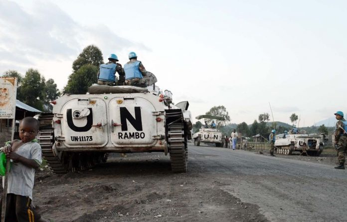 Diplomats say a UN peacekeeper has been killed in fresh violence between the army and M23 rebels in the eastern parts of the DRC.