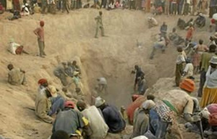 The report condemns the Mugabe government's control of the Marange diamond fields which have made Zimbabwe a major player in the international diamond trade.