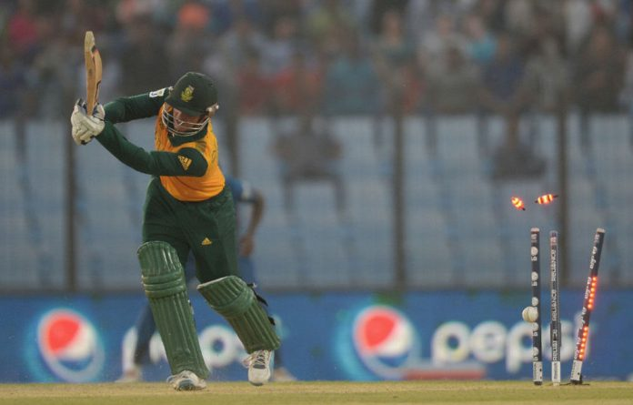 Quinton de Kock is bowled out by Lasith Malinga.