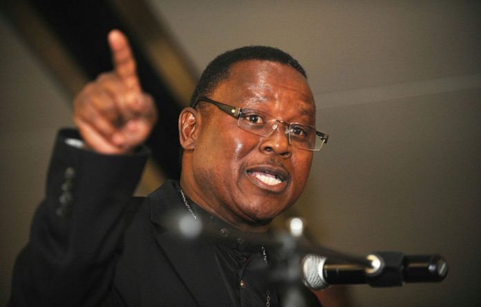 Former director general in the presidency Frank Chikane says South Africa is at a crossroads and needs to change course urgently.