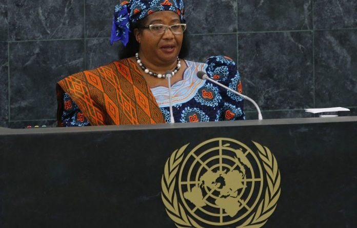 Malawi's President Joyce Banda has promised aid donors a forensic audit of her country's corruption scandal.