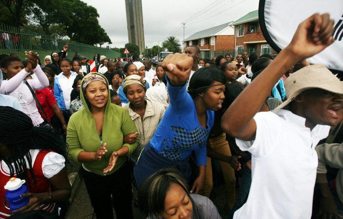 Violent demonstrations are sweeping through the country's FET campuses as students protest against bad management.