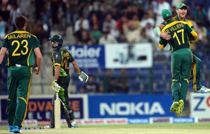 Morné Morkel celebrates with his captain AB de Villiers.