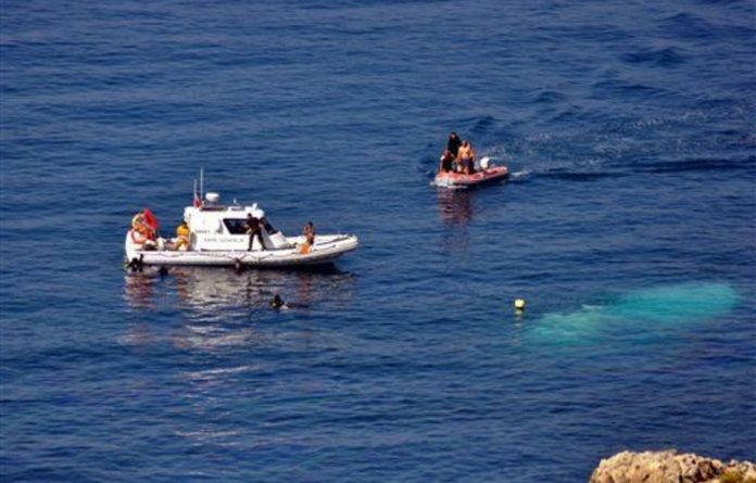 At least 39 illegal immigrants drowned when a boat carrying people seeking refuge in Europe sank after hitting rocks off the coast of western Turkey.