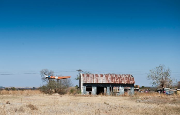 Dominionville became a ghost town when 4 000 people lost their jobs after Uranium One closed the mine