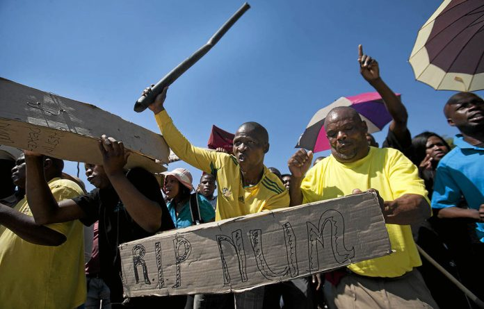 Mine workers at Harmony Gold in the Northern Cape and Free State have rejected the 8%.