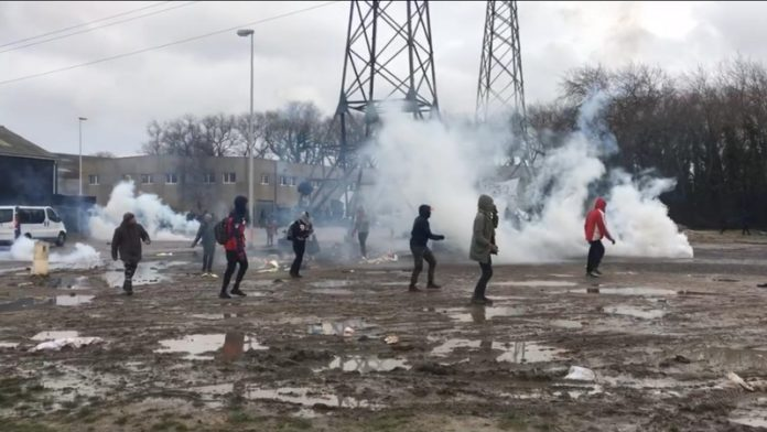 Police and migrants clash in downtown Cape Town