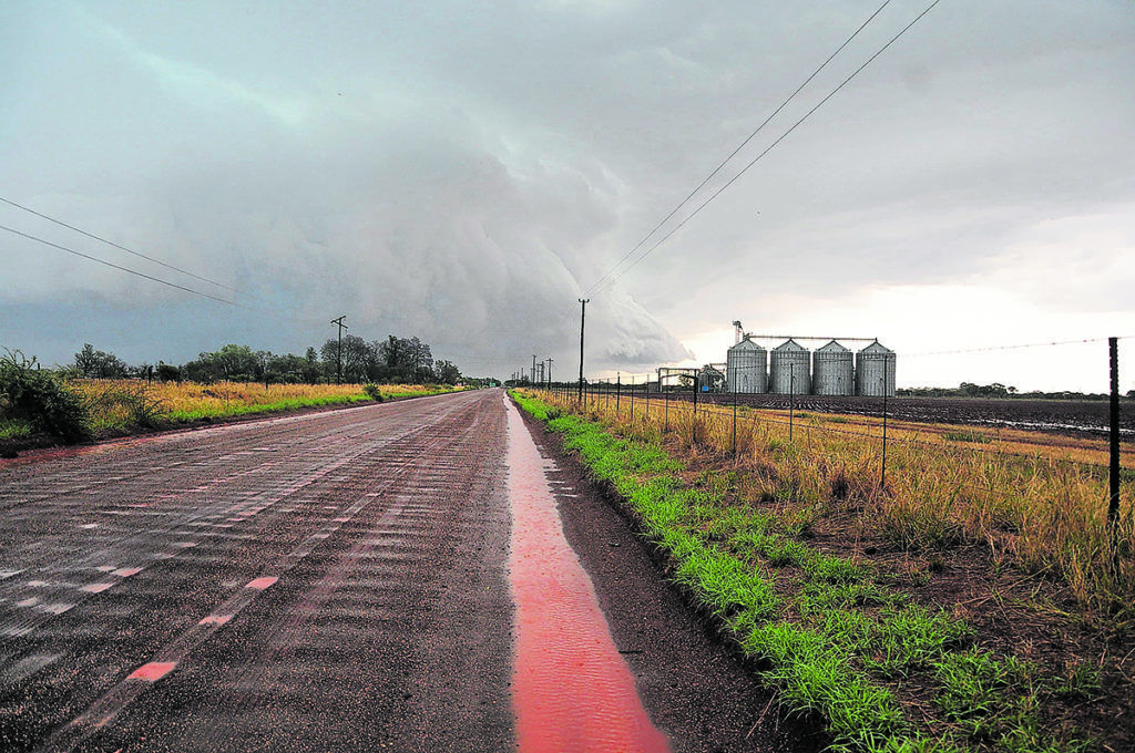 Storm clouds gather on farmland in Settlers, Limpopo, South Africa. Premier Chupu Mathabatha has announced plans to revitalise agriculture and agro-processing projects in the province. (Lucas Ledwaba/Mukurukuru Media)
