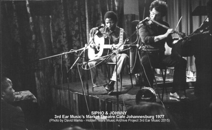 Sipho & Jon Market Cafe 1977 B&Wb